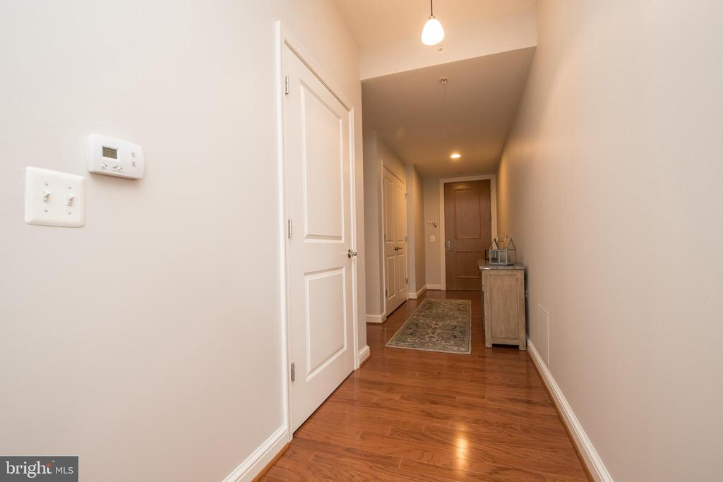 Welcoming  Foyer - 11990 MARKET ST #1117, RESTON