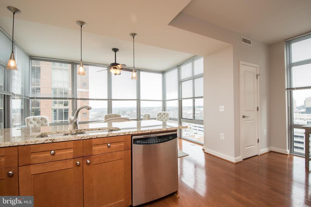 Open kitchen - 11990 MARKET ST #1117, RESTON