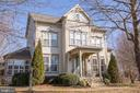 Curb appeal galore! - 6717 ECKERT CT, WARRENTON