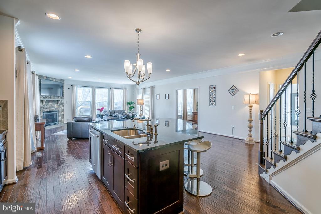 Kitchen Flows into Huge Family Room - 42660 PARADISE SPRING CT, BRAMBLETON