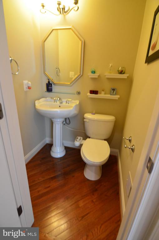Hald Bath in main level - 10339 SOUTHAM LN, OAKTON