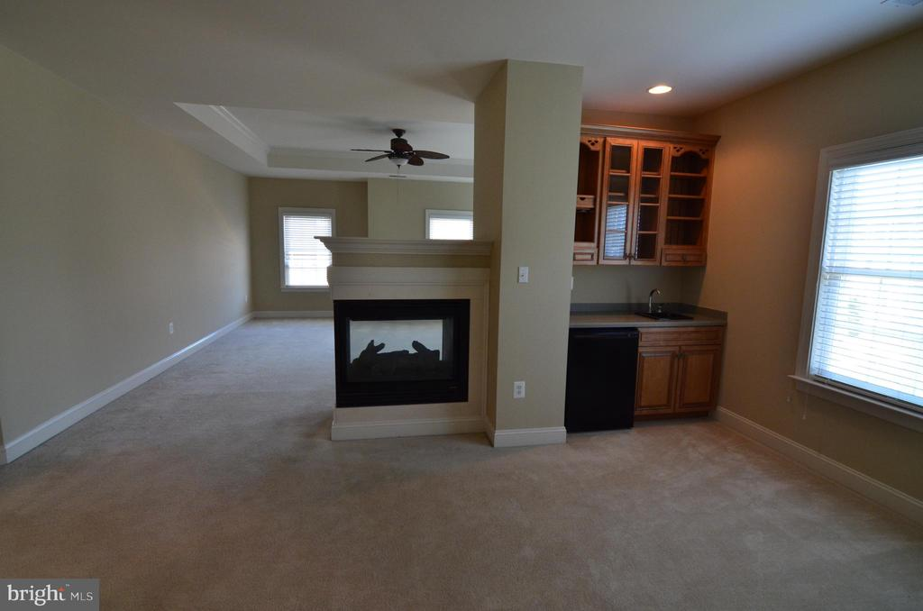 Master Suite W/Gas FP & Mini Bar - 10339 SOUTHAM LN, OAKTON