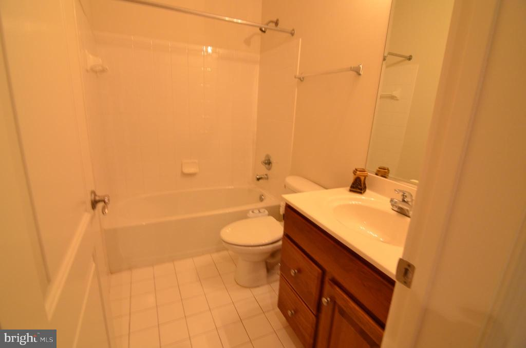 Full Bathroom in Basement - 10339 SOUTHAM LN, OAKTON