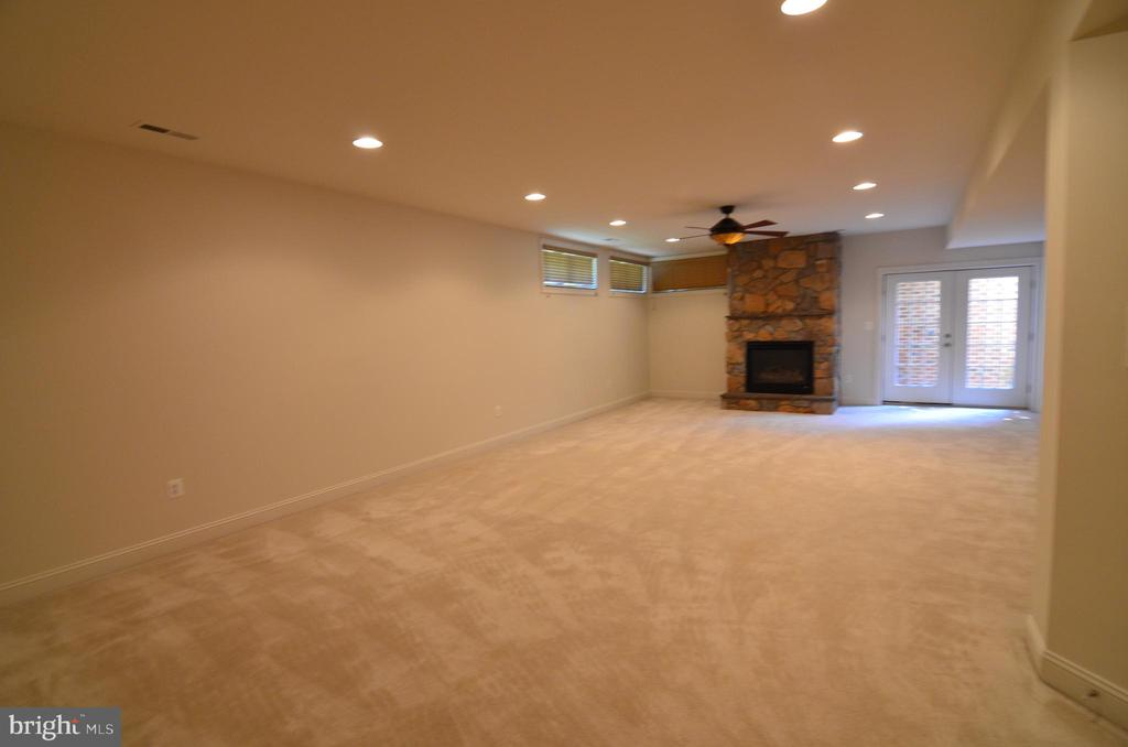 Huge Rec Room with Gas Fireplace - 10339 SOUTHAM LN, OAKTON