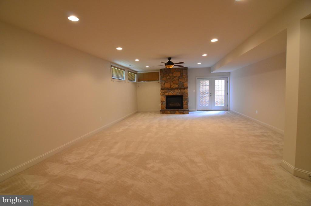 Rec Room with Walkout Stairs - 10339 SOUTHAM LN, OAKTON