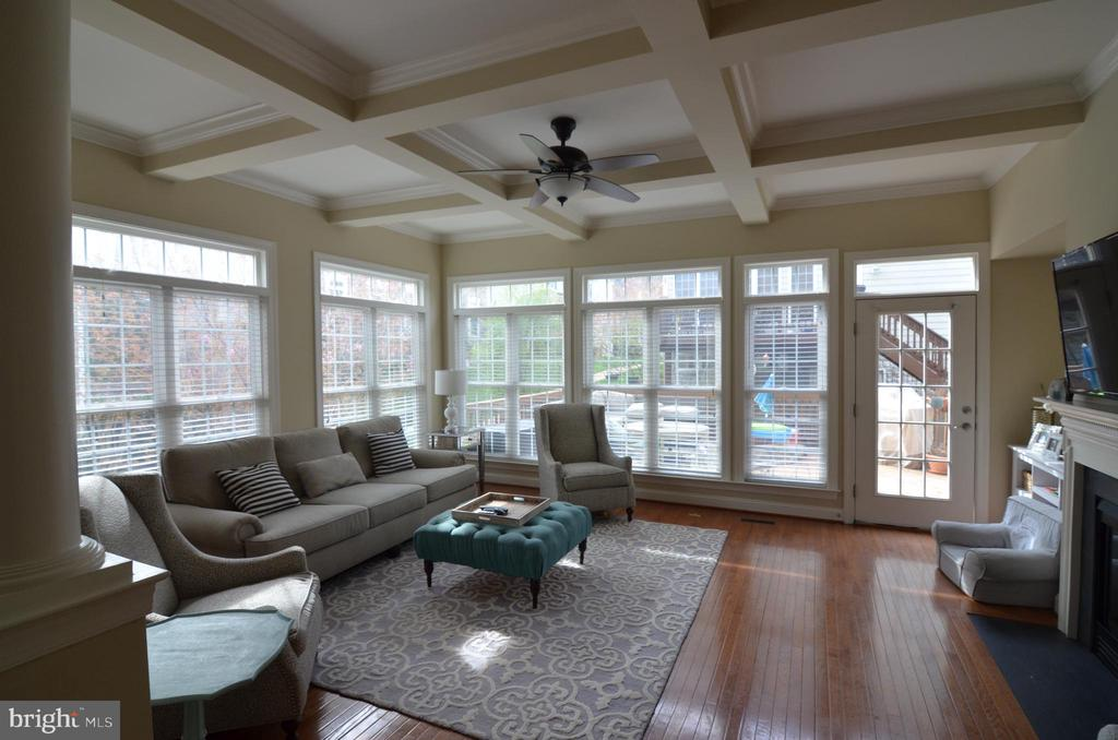 Bright, Sun filled Living Room - 10339 SOUTHAM LN, OAKTON