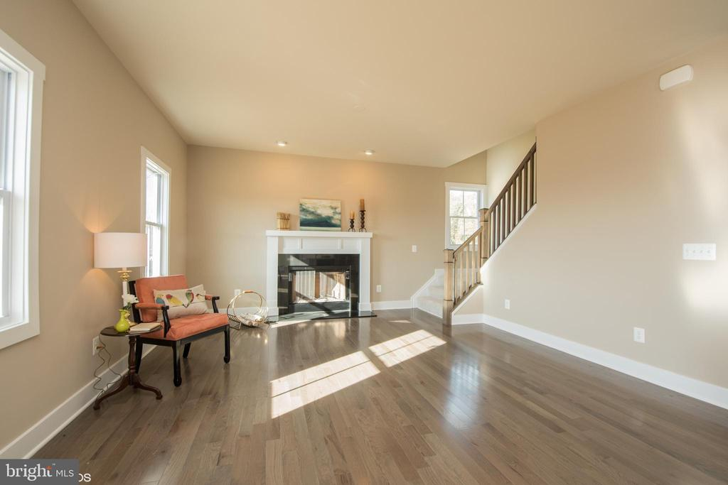 Kitchen Family Room with wood burning firepl - YAKEY LN, LOVETTSVILLE
