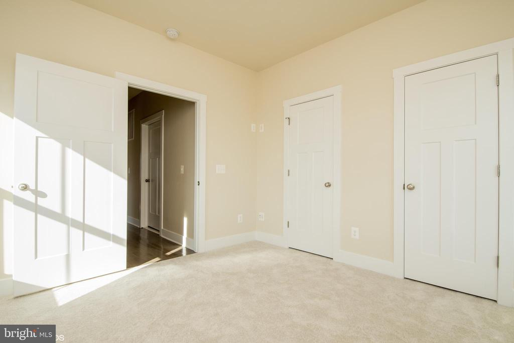 MAIN LEVEL  BEDROOM 4 with His and Her Closets - YAKEY LN, LOVETTSVILLE