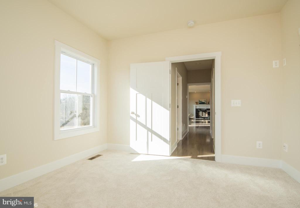 MAIN LEVEL BEDROM  with two walk-in closets - YAKEY LN, LOVETTSVILLE