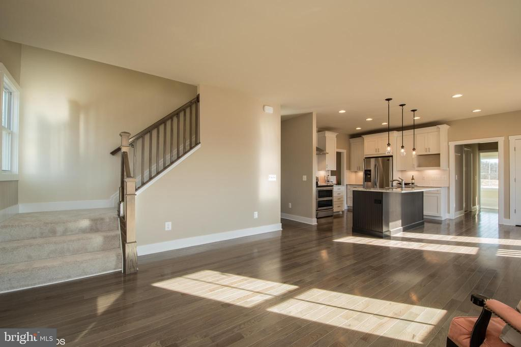 Kitchen includes double doors to pantry - YAKEY LN, LOVETTSVILLE
