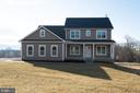 Not your average home, make it yours! - YAKEY LN, LOVETTSVILLE