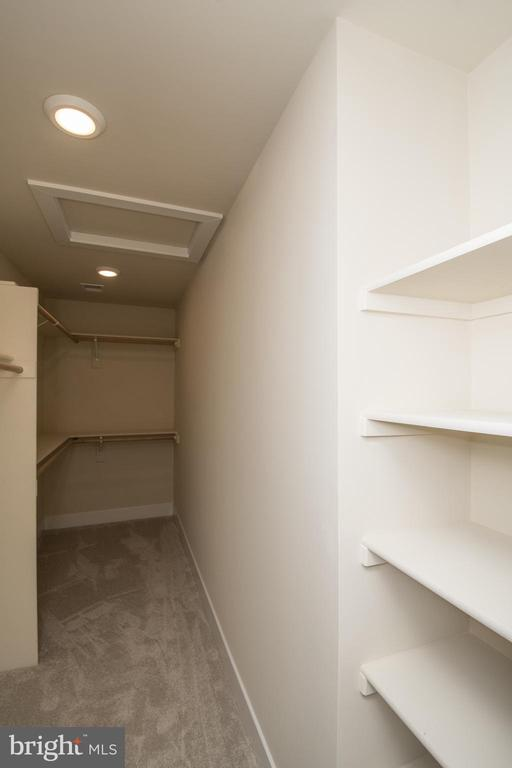 Walk-in Closets - YAKEY LN, LOVETTSVILLE