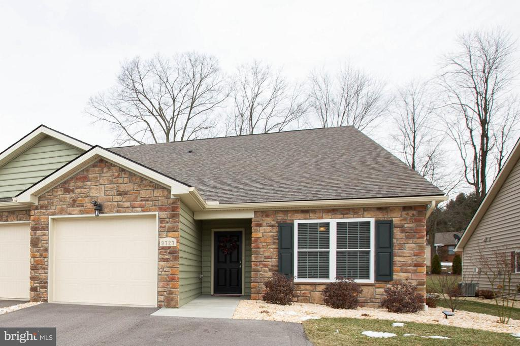 ONE LEVEL LIVING 2bdrm/ 2full bathroom - 9727 COBBLE STONE CT, HAGERSTOWN