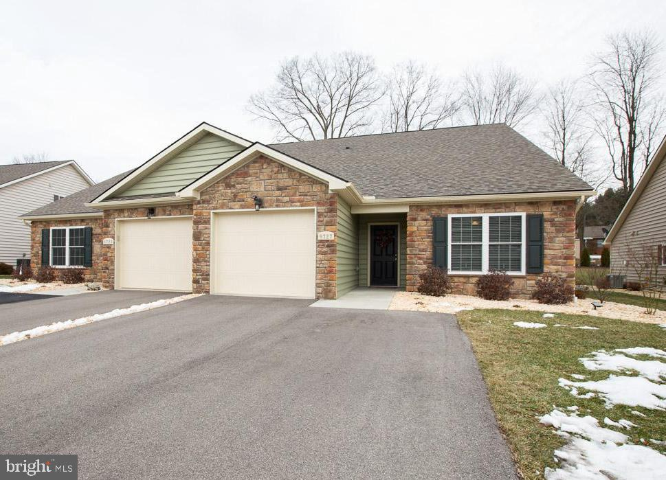 ONE LEVEL LIVING! 2bdrm/  2full bath - 9727 COBBLE STONE CT, HAGERSTOWN