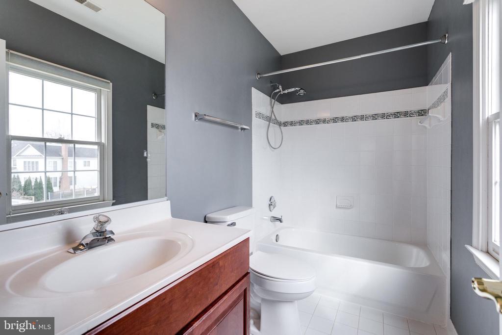 Bathroom - 2943 OAKTON KNOLL CT, OAKTON