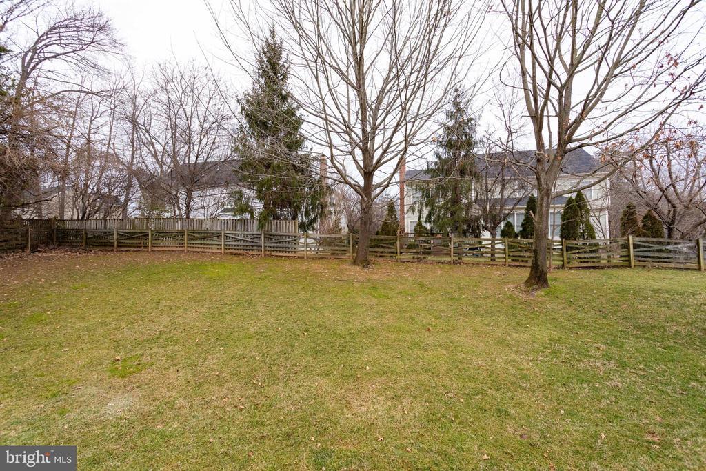Backyard - 2943 OAKTON KNOLL CT, OAKTON