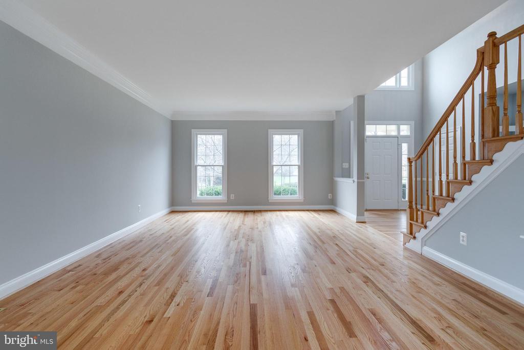 Living Room - 2943 OAKTON KNOLL CT, OAKTON