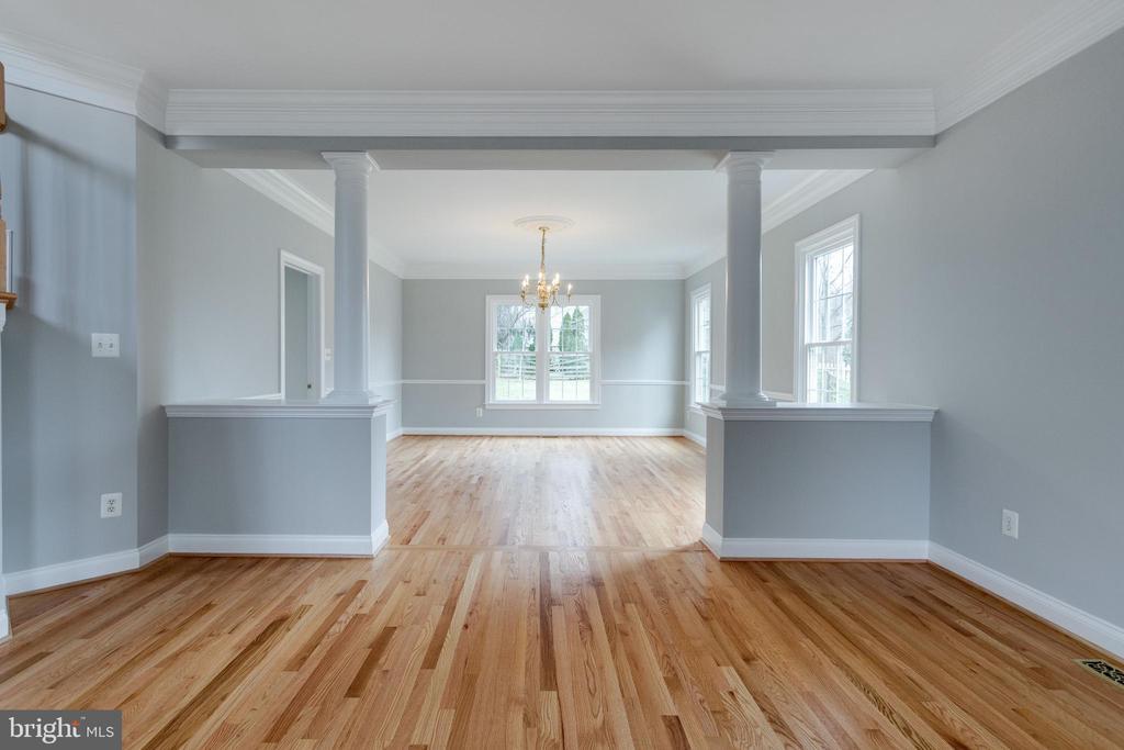Living Room view into Dining Room - 2943 OAKTON KNOLL CT, OAKTON