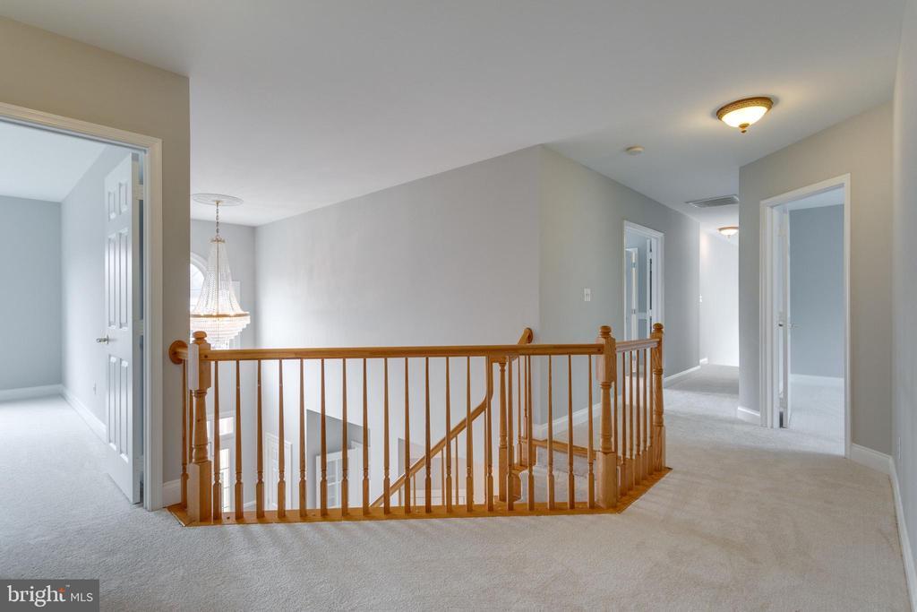 Upper Level hallway - 2943 OAKTON KNOLL CT, OAKTON