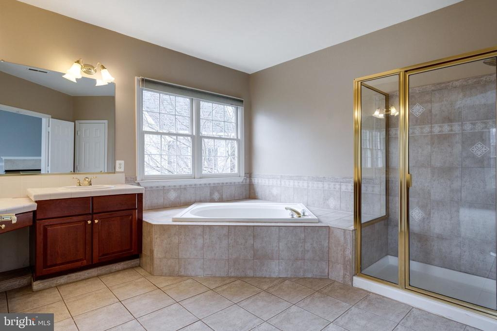 Master Bathroom - 2943 OAKTON KNOLL CT, OAKTON