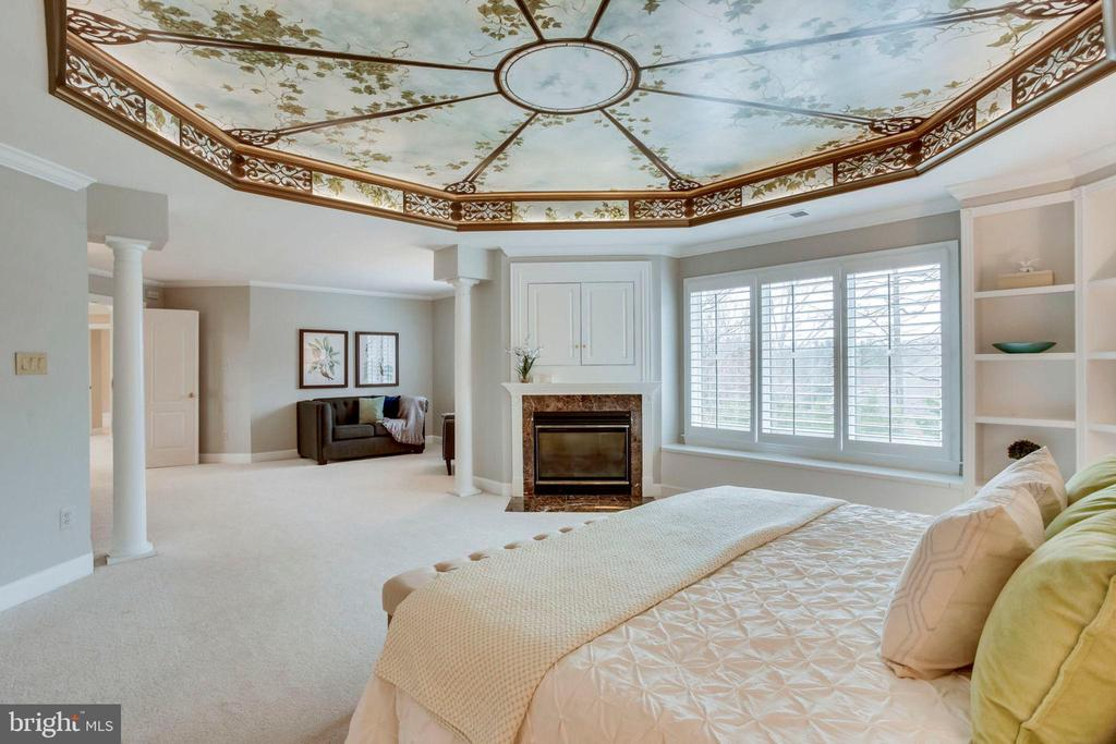 Master Bedroom with Sitting Area - 1386 CAMERON HEATH DR, RESTON
