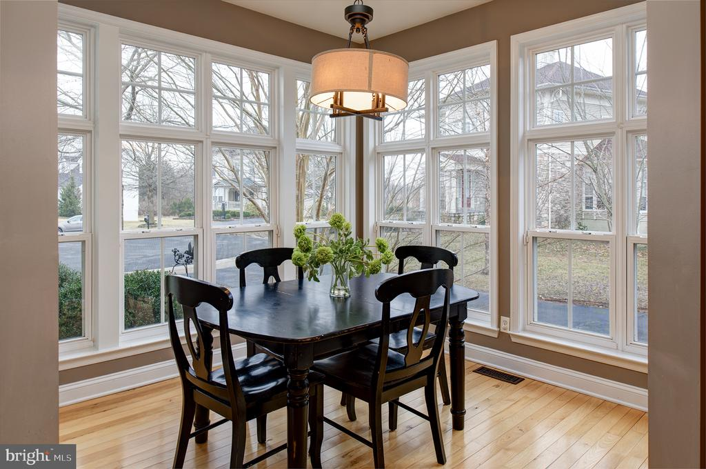 Sunny breakfast room - 6717 ECKERT CT, WARRENTON