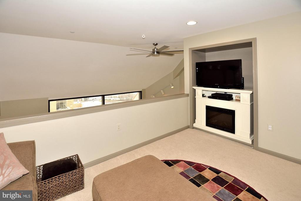 DEN-OVERLOOKS GREAT ROOM - 1301 N COURTHOUSE RD N #1809, ARLINGTON