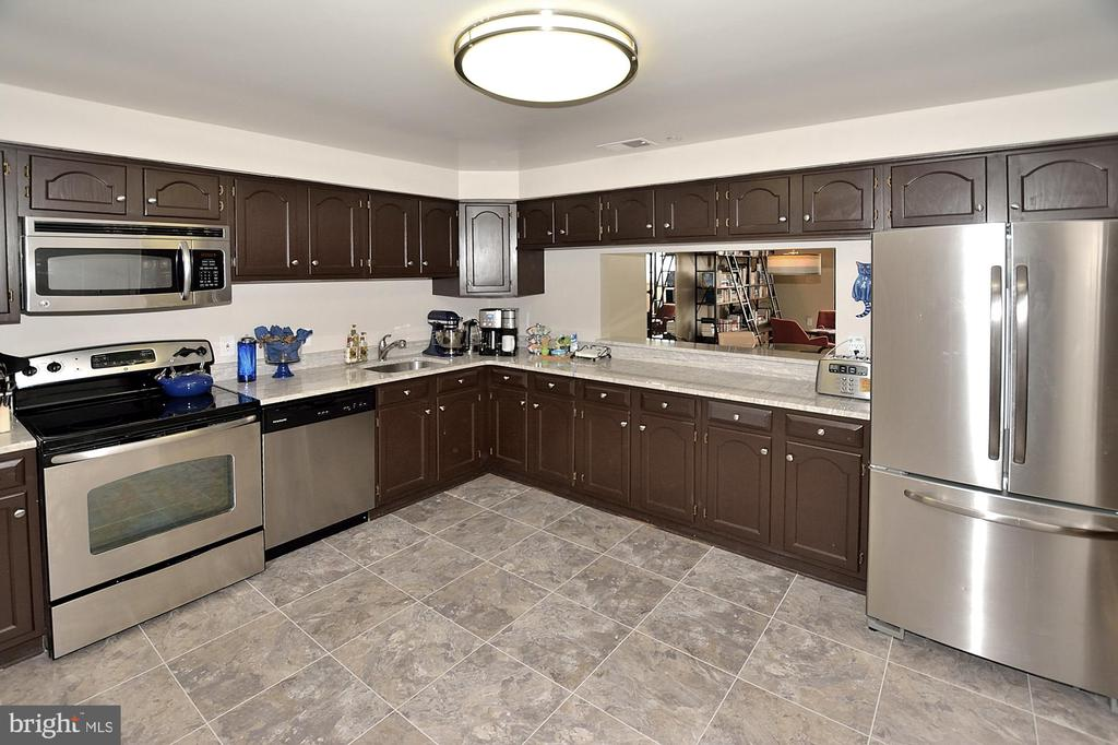 KITCHEN-STAINLESS.GRANITE - 1301 N COURTHOUSE RD N #1809, ARLINGTON