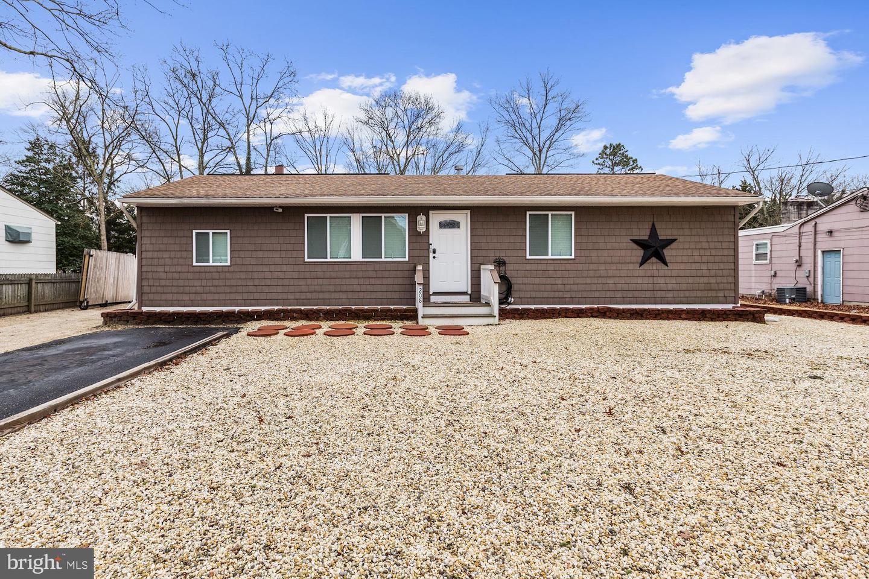 Maison unifamiliale pour l Vente à 208 3RD Avenue Tuckerton, New Jersey 08087 États-Unis
