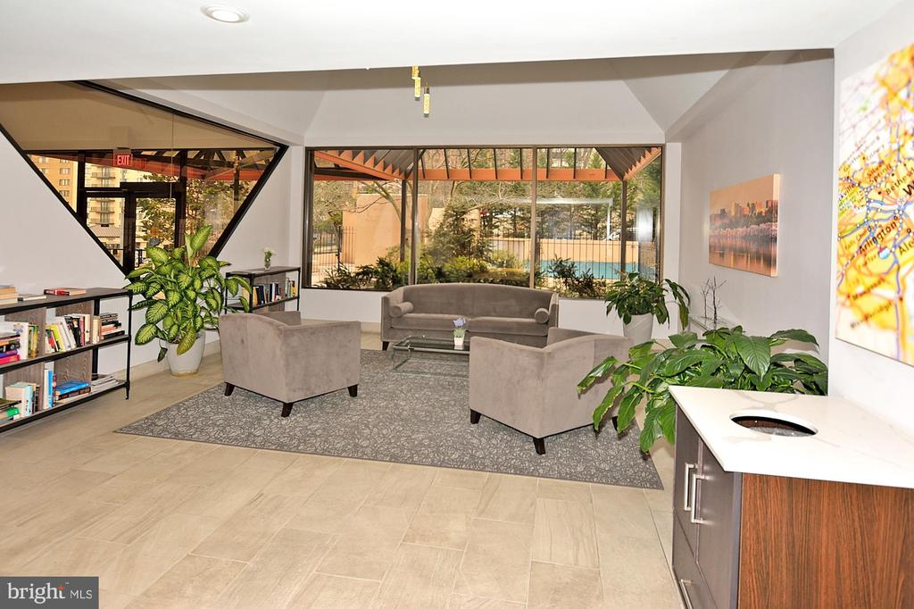 LOBBY-RECENTLY REMODELED - 1301 N COURTHOUSE RD N #1809, ARLINGTON