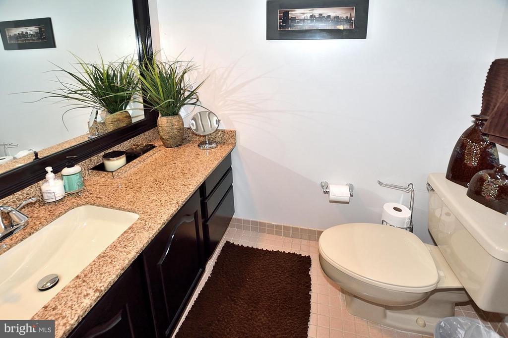 POWDER ROOM - 1301 N COURTHOUSE RD N #1809, ARLINGTON
