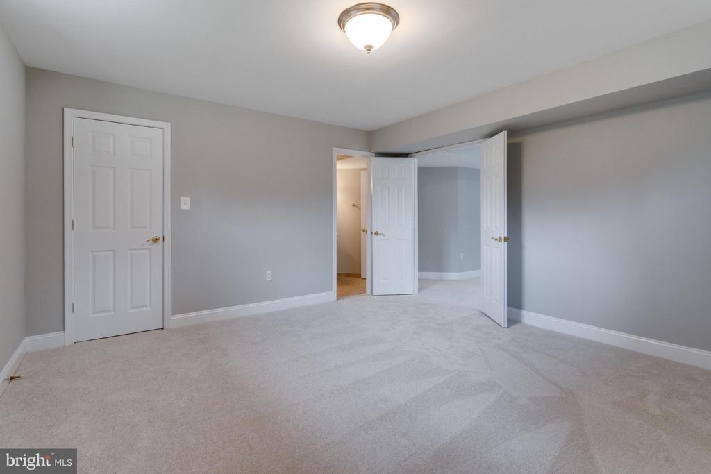 Bedroom on Lower level - 2943 OAKTON KNOLL CT, OAKTON