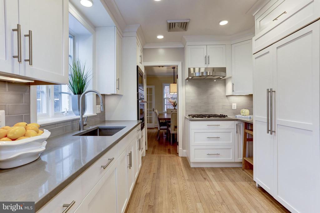 Kitchen - 2958 NORTHAMPTON ST NW, WASHINGTON