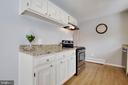 Granite counters & ample storage - 15223 CRESCENT ST, WOODBRIDGE
