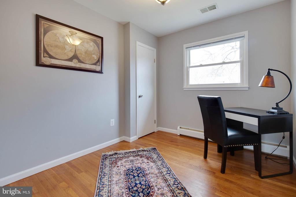 Cute third bedroom - 15223 CRESCENT ST, WOODBRIDGE