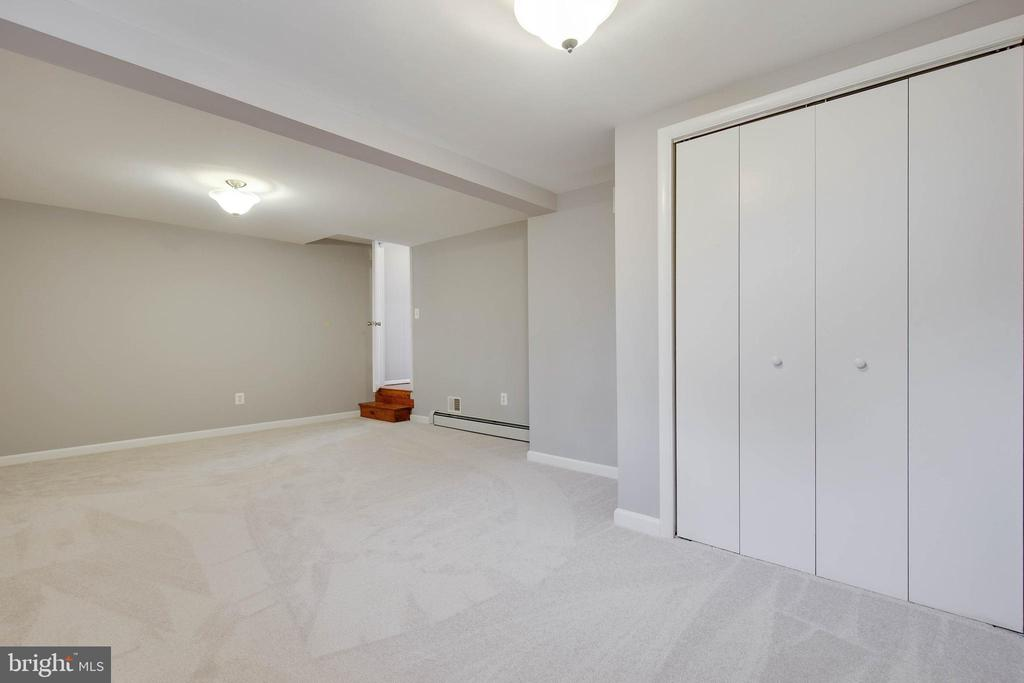 Complete with closets and window - 15223 CRESCENT ST, WOODBRIDGE