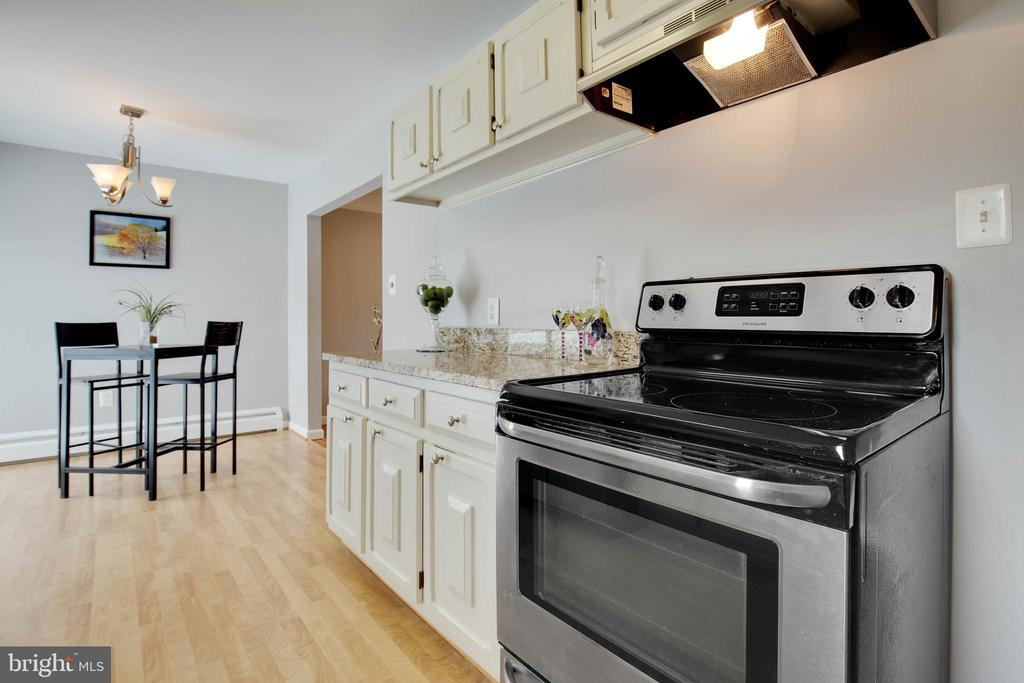 Newer stainless steel appliances - 15223 CRESCENT ST, WOODBRIDGE
