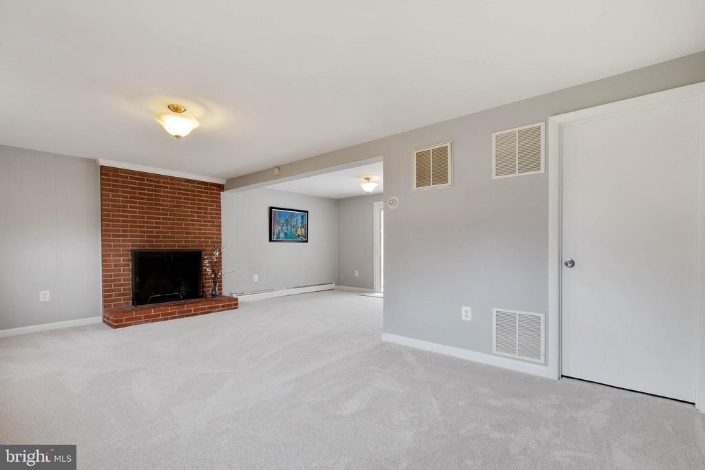 Brick wood fireplace for cozy evenings - 15223 CRESCENT ST, WOODBRIDGE