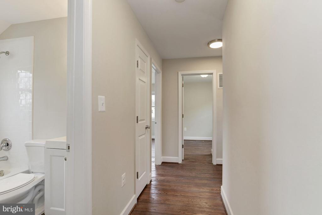 2nd level hall - 1713 NEWTON ST NE, WASHINGTON