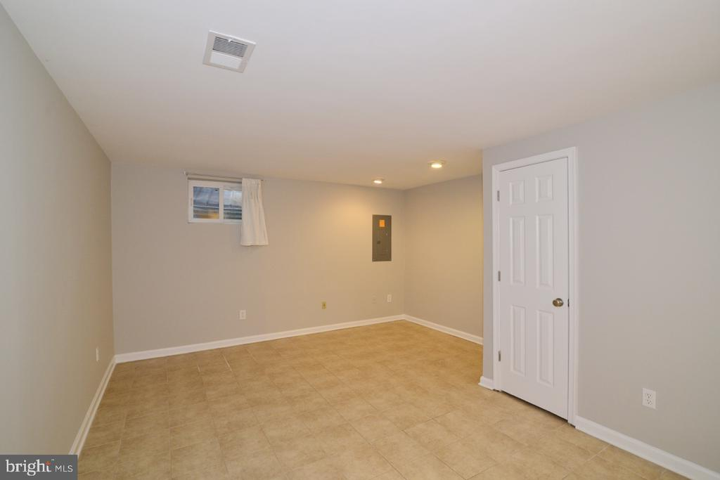 Lower level 1 - 2068 WHISPERWOOD GLEN LN, RESTON