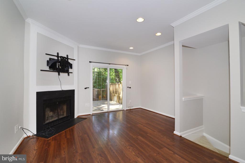 Living Room - 2068 WHISPERWOOD GLEN LN, RESTON