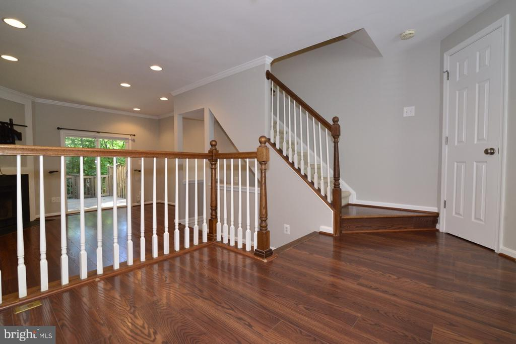 Middle Landing - 2068 WHISPERWOOD GLEN LN, RESTON