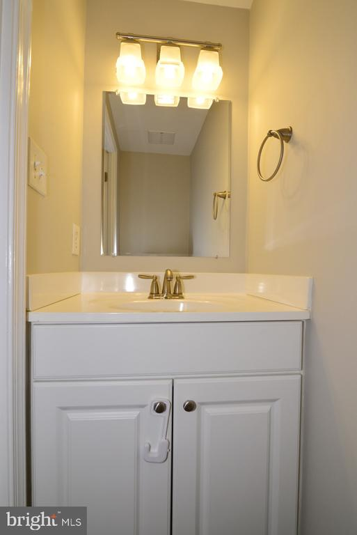 Powder Room - 2068 WHISPERWOOD GLEN LN, RESTON