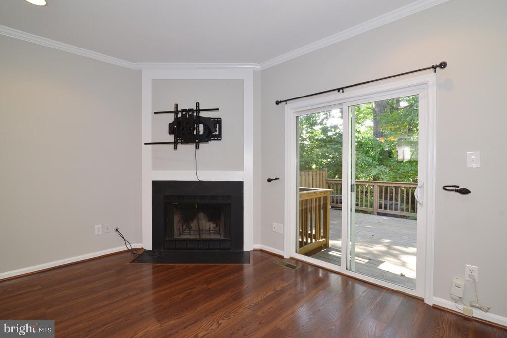 Living Room to Deck - 2068 WHISPERWOOD GLEN LN, RESTON