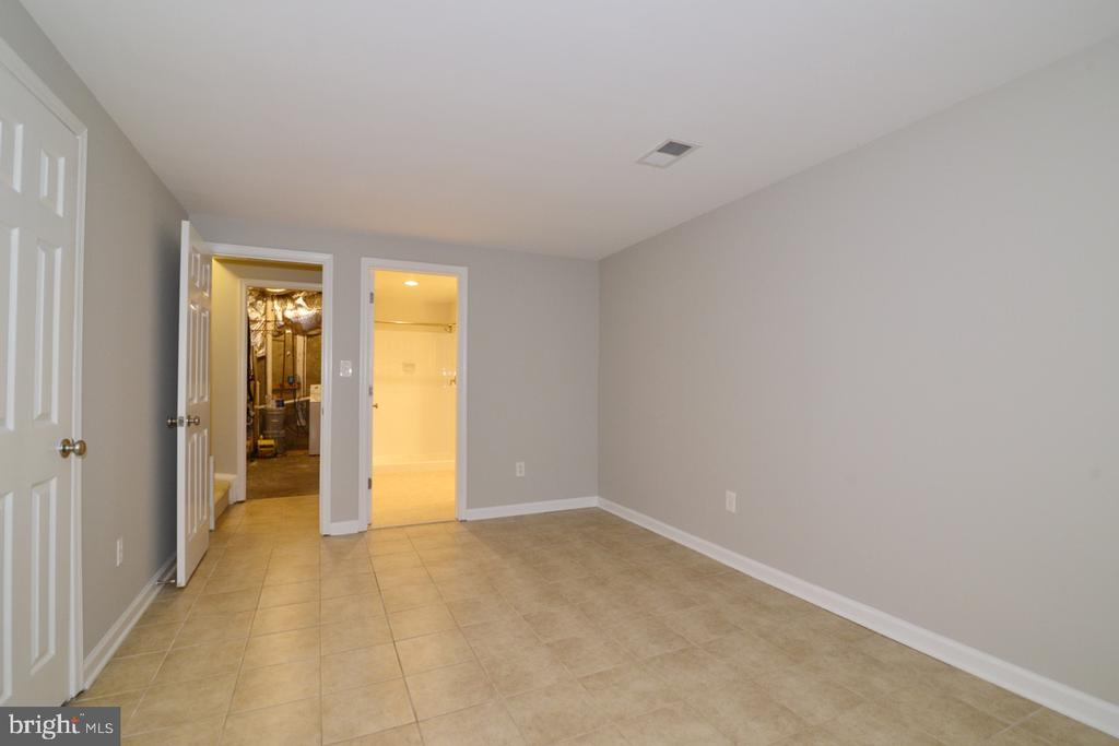 Lower Level 3 - 2068 WHISPERWOOD GLEN LN, RESTON