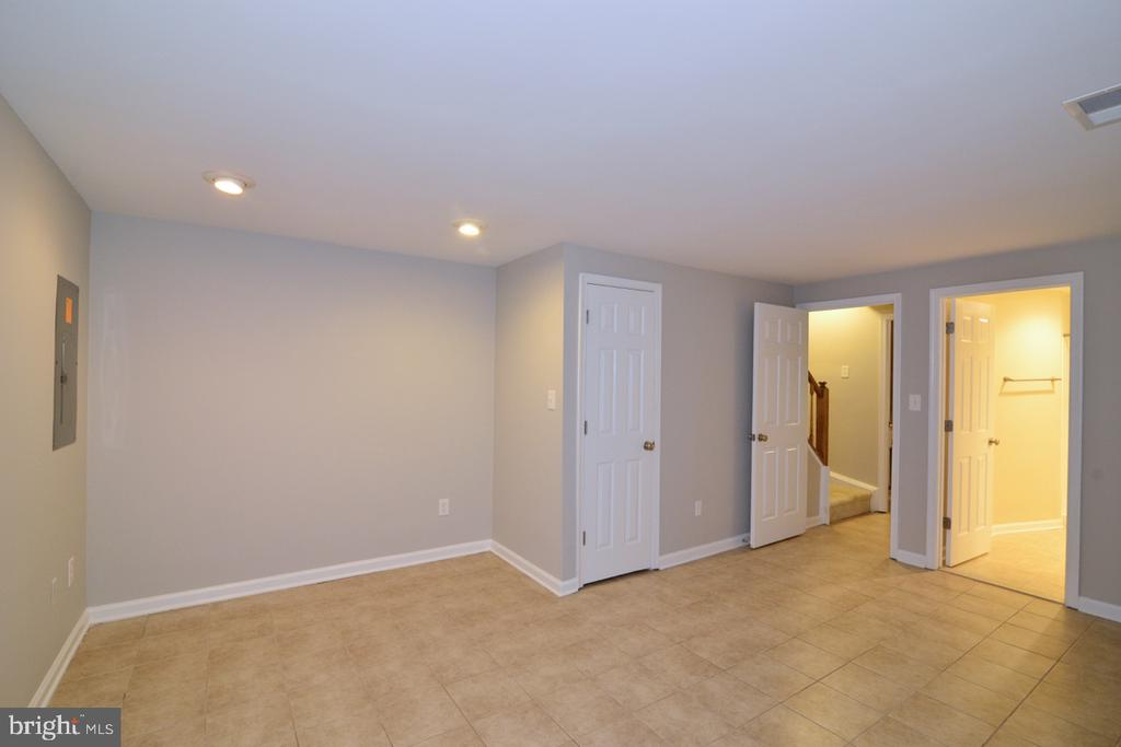 Lower Level 2 - 2068 WHISPERWOOD GLEN LN, RESTON