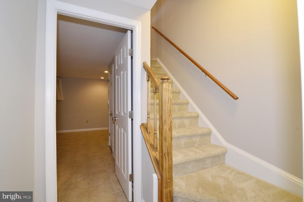 Lower Landing - 2068 WHISPERWOOD GLEN LN, RESTON