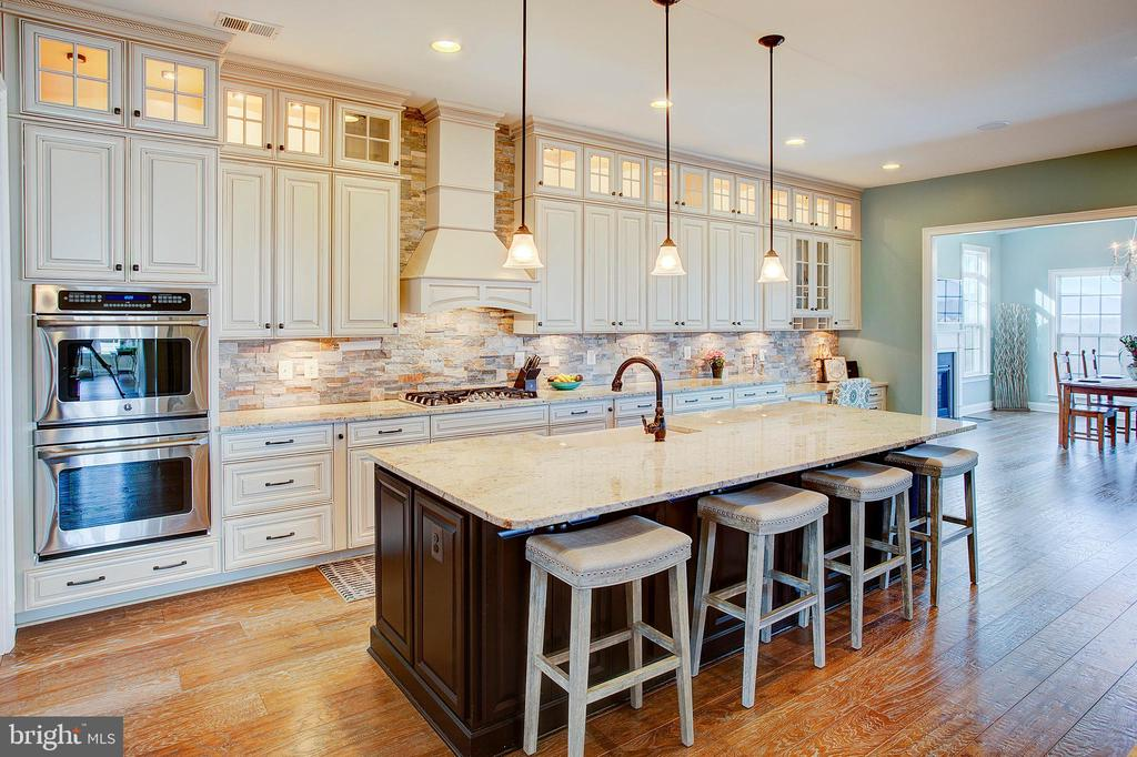 Upgraded cabinetry with under mount lighting - 18607 MONTAGUE PL, PURCELLVILLE