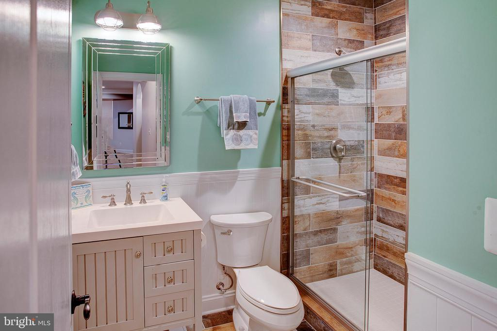 Lower level full bath - 18607 MONTAGUE PL, PURCELLVILLE