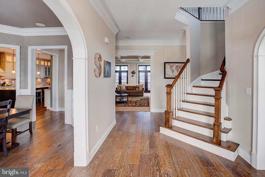 View just inside the front door - 18607 MONTAGUE PL, PURCELLVILLE